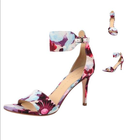 25744d2632f Ivanka Trump Gelana heels sz 9 ankle cuff
